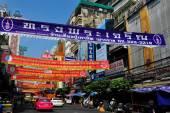Bangkok, Thailand: Bustling Chinatown Street — Stock Photo