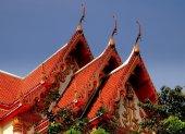 Bangkok, Thailand: Gabled Roofs of Thai Temple — Stock Photo