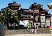 San Ya, China: Nanshan Temple Entrance Gate — Stock Photo