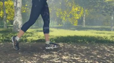 Runner legs and feet in action close up — Stock Video