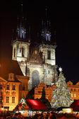 Weihnachtliche Stimmung in der Nacht Altstädter Ring, Prag, Tschechische Republik — Stockfoto