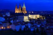 Night winter Prague City with the gothic Castle, Czech Republic — Stock Photo