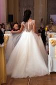 Robe de mariée sur mannequin — Photo