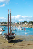 Harbor of Saint Guirec at low tide (France) — Stock Photo