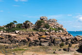 Pink granite cliffs in Saint-Guirec (France) — Stock Photo