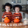 Two boys at home, preparing pumpkins for halloween — Stock Photo #56128171