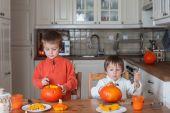 Two adorable boys, preparing jack o lantern for Halloween — Stock Photo