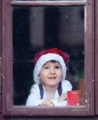 Adorable boy, looking through window, waiting for Santa — 图库照片