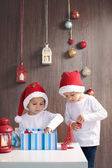Two adorable boys, opening presents on Christmas — Foto de Stock