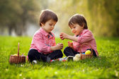Two boys in the park, having fun with colored eggs for Easter — Foto Stock