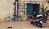 Green Gate to House with Moped — Φωτογραφία Αρχείου