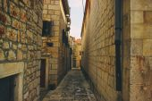 Old Stone Historical Street to Center — Stock Photo