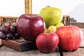 Apples and grapes on wooden background in domestic composition — Foto de Stock