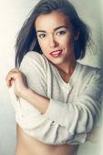 Magnifika porträtt av en vacker ung kvinna — Stockfoto