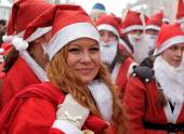 Smiling girl at the Santa Clause parade — Foto de Stock