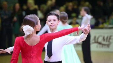 Kids ballroom dancing couple — Stock Video