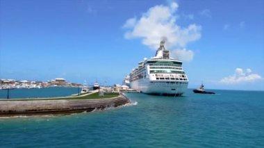 Royal Caribbean cruise ship — Stock Video