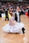 Пара бального танца, танцующая на соревновании — Стоковое фото