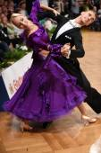 Ballroom dance couple, dancing at the competition — Stockfoto