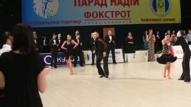 Ballroom dance couple perform at the competition — Wideo stockowe