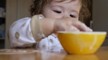 Kid eating yoghurt — Stock Video