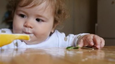 Baby eating yoghurt — Stock Video