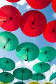 Bright colorful red and green umbrellas background — Stock Photo