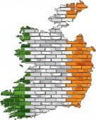 砖墙上爱尔兰地图 — 图库矢量图片