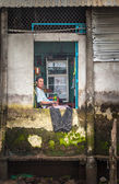 Vietnamese man looking through a window, Mekong Delta — Stock Photo