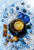 Christmas tea with spicery and decorations — Stock Photo