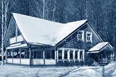 Casa no inverno — Fotografia Stock