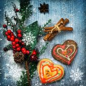Christmas decorations and gingerbreads — Stock Photo