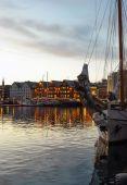 Veduta aerea del paesaggio urbano di tromso al tramonto norvegia — Foto Stock