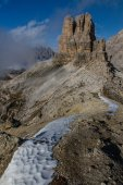 Snow Path and Massive Mountain-Dolomites,Italy — Foto Stock