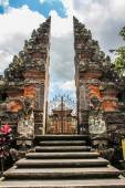 Typical Balinese Hindu Temple - the Stairs, Gate and Temple - Ubud, Bali, Indonesia — Stock Photo