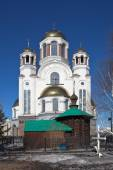 Chapel of the Martyr Elizabeth and Church of the Savior on Blood. Ekaterinburg. Russia. — Stock Photo