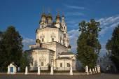 Trinity kathedraal in Verchotoerje Zomerochtend. Sverdlovsk regio Rusland. — Stockfoto