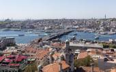 ISTANBUL, TURKEY - MAY 11, 2015: Photo of View of the city and the bridge across the Golden Horn. — Stock Photo