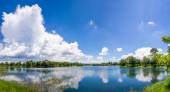 River with blue sky and cloud. — Stockfoto