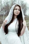 Beautiful innocent woman in white dress — Stockfoto