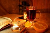 Hot mulled wine in the cup and open book — Zdjęcie stockowe