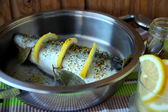 Mackerel, flavored with spices and lemon slices in a pan — Foto Stock