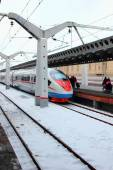 Arriving on the platform fast train to Moscow railway station, Russia, St. Petersburg, January 29, 2015 — Stock Photo