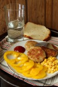 Homemade burgers with sweet peppers and corn — Stok fotoğraf