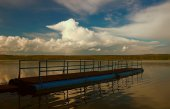 View of the pier on the lake — Stockfoto