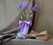 Nature morte avec iris — Photo