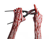 Halloween theme: bloody hand holding a big old bloody scissors on a white background — ストック写真