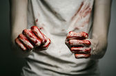 Bloody theme lone murderer: the murderer shows bloody hands and experiencing depression and pain — Stockfoto