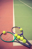 Tennis racket and balls on the tennis court vintage color — Stock Photo