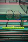 Tennis racket and balls on the tennis court — Stock Photo